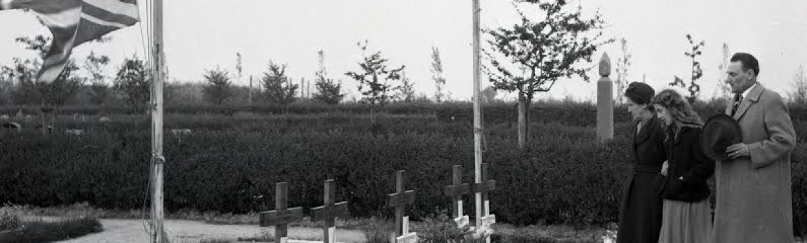 Twee foto's van de Dodenherdenking op 4 mei 1952